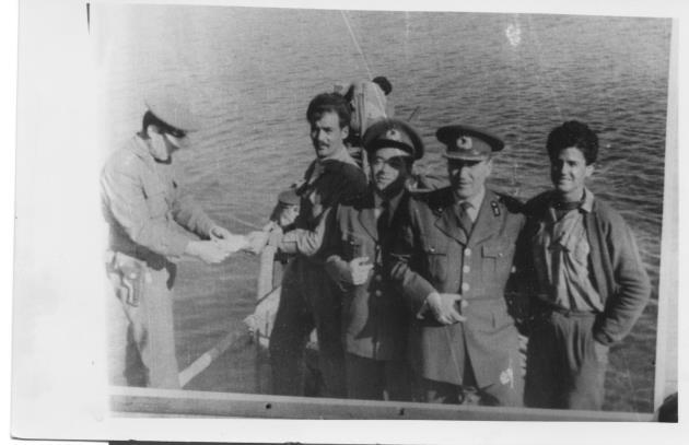 J. Bl. Komutanı Mehmet Remzi Kızılsu, Bnb. İsmail Tansu ve tekne personeli Anamur'dan silah yüklerken